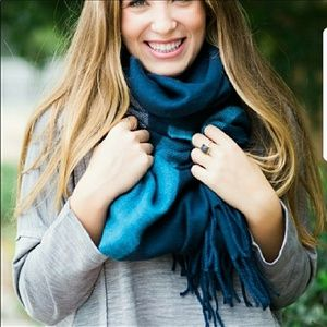 Navy scarf with fringe
